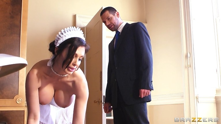 Busty Maid Cassandra Teamskeet 1